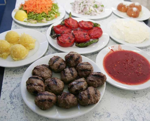 Edirne mutfağının dillere destan yöresel yemekleri şimdi Hotel Şimşek'in Restoranında, mutlaka tatmalısınız.